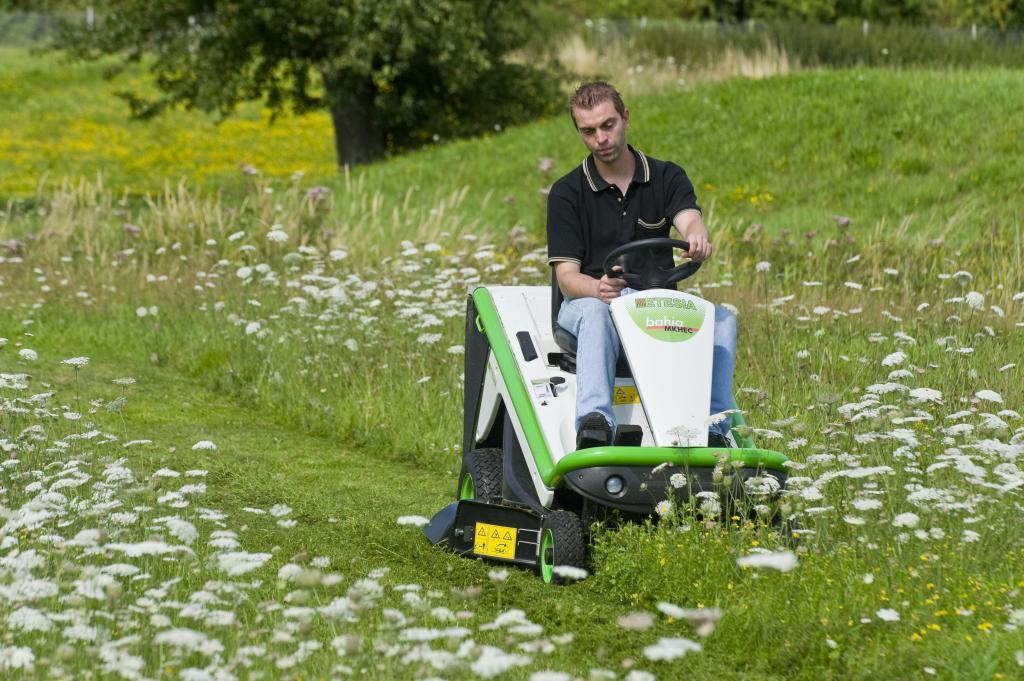 bahia 2 mkhe 3 aufsitzm her garten traktoren etesia. Black Bedroom Furniture Sets. Home Design Ideas