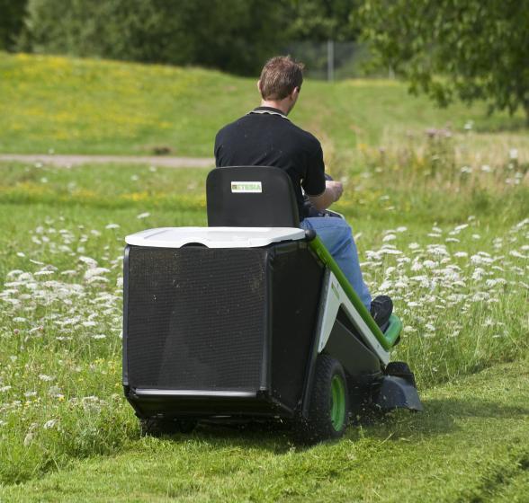 bahia 2 mbhe 2 aufsitzm her garten traktoren etesia. Black Bedroom Furniture Sets. Home Design Ideas